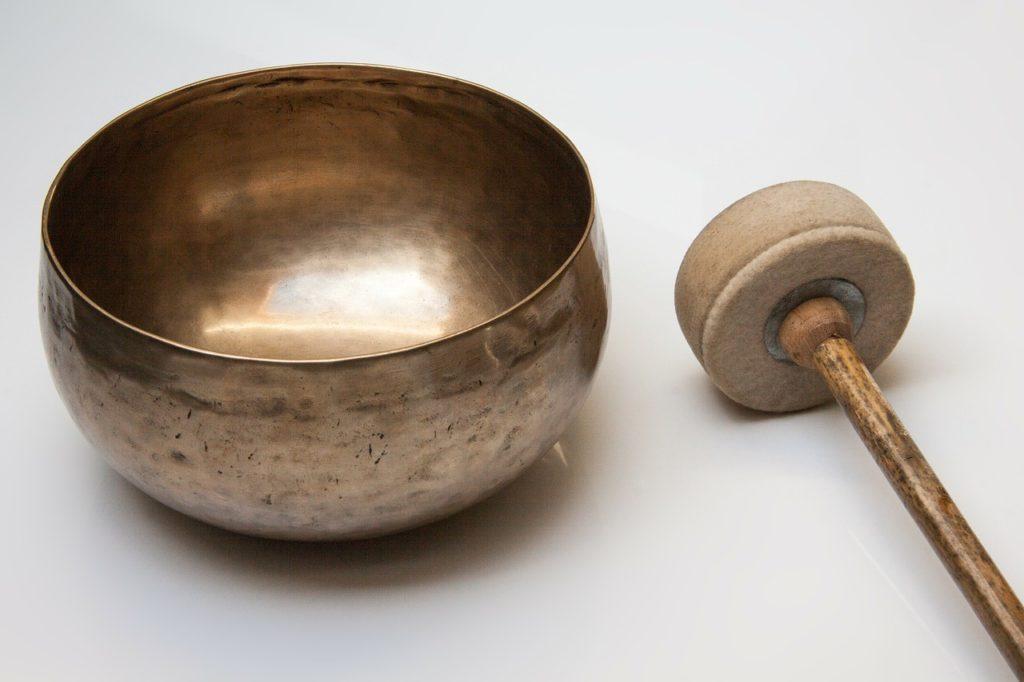 Los cuencos tibetanos son muy utilizados en la sonoterapia.