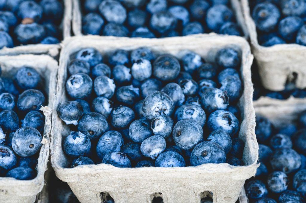 Los frutos rojos como los arándanos contienen grandes propiedades antioxidantes.