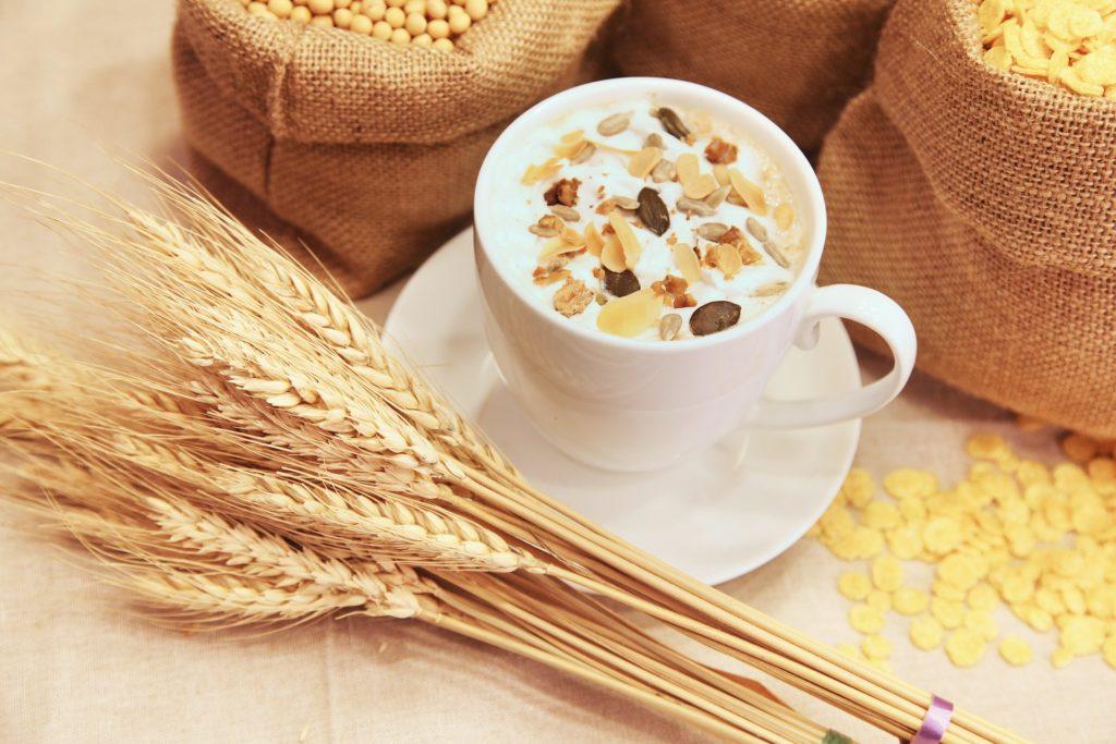 La avena es una alternativa magnífica a los habituales cereales que podemos encontrar en supermercados.