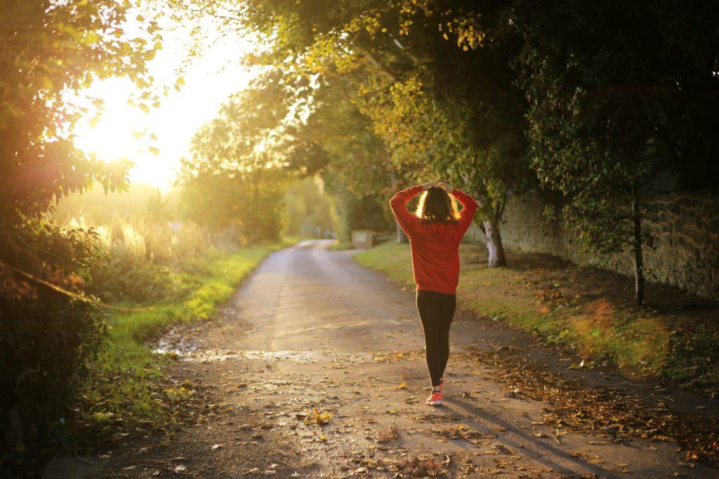 Caminar 30 minutos al día es muy beneficioso para nuestro organismo.