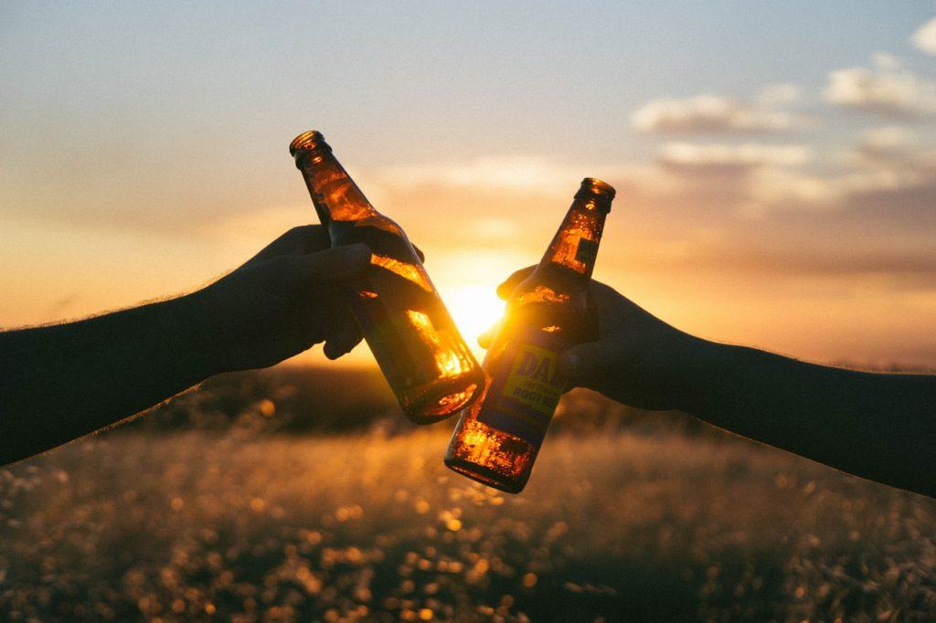 Somos animales sociales, por eso no debemos dejar nuestras amistades de lado, que nos ayudarán a mejorar nuestra salud mental.