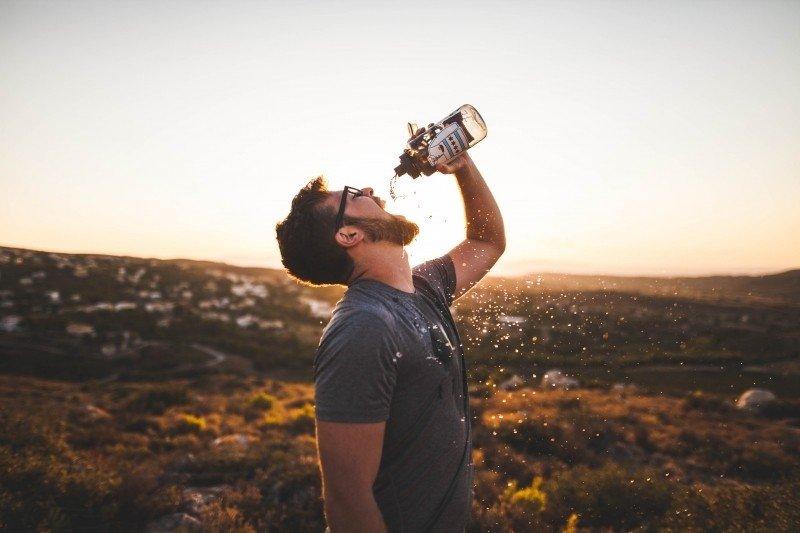 La hidratación es muy importante para ayudar a nuestro organismo a eliminar las toxinas