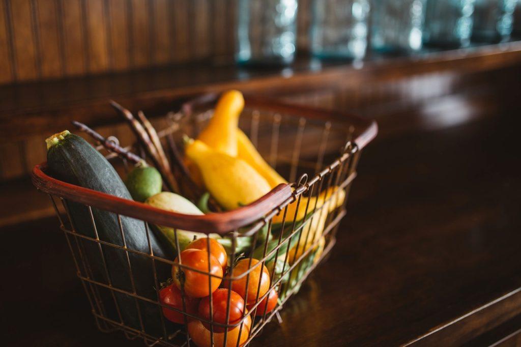 Probablemente el precio de nuestra cesta de la compra sea menor si la llenamos de frutas y verduras