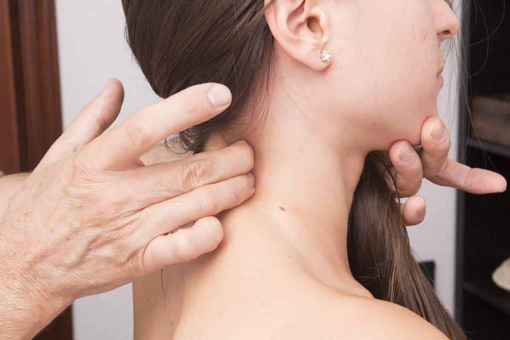 El uso de la reflexología puede tener consecuencias positivas en los dolores cervicales y cefaleas