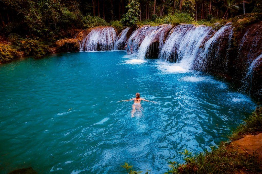 La natación reduce el estrés, y más en lugares como éste, ¿no creéis?