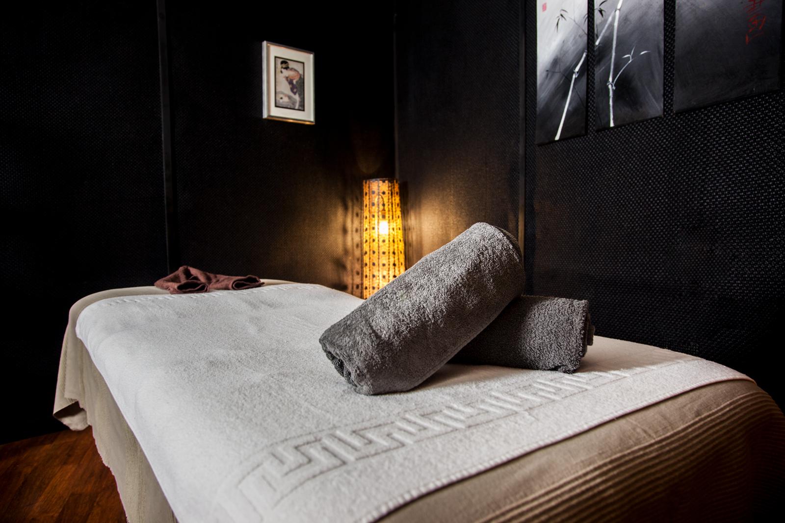 ¡Ven a Esenzias a conocer los beneficios de un buen masaje relajante o descontracturante!